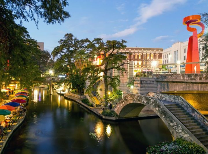 8 Easy Steps: San Antonio's Riverwalk